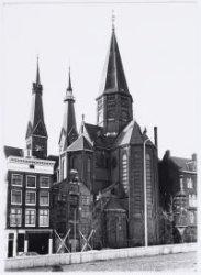Haarlemmer Houttuinen 43-47, met gezicht op de achterzijde van rooms-katholieke …