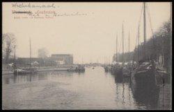 Westerkanaal richting Houthaven, met aan beide zijden de Houtmankade. Halverwege…