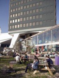 Terras van pop up-bar Toren in de voet van Toren Overhoeks, Overhoeksplein 1