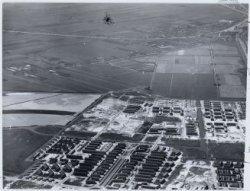 Luchtfoto van de tuinstad Geuzenveld en omgeving gezien in westelijke richting