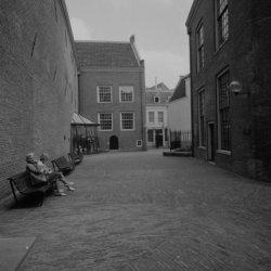 Kalverstraat 92, Amsterdams Historisch Museum, binnenplaats met doorkijkje naar …