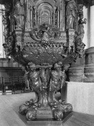 Nieuwezijds Voorburgwal 143, Nieuwe Kerk, detail van de preekstoel