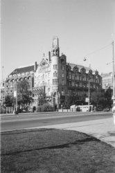 Leidsekade 97 en Leidseplein 28 met American Hotel, gezien over de Leidsebrug