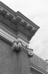 Kalverstraat 92, voormalig Burgerweeshuis, detail van de gevel met pilaster en d…