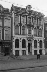Sarphatistraat 64 (ged.) - 68 (ged.) v.r.n.l., op nummer 66 het Silton Hotel