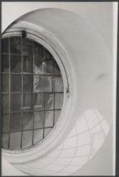 Rond raam in het Paleis op de Dam, Nieuwezijds Voorburgwal 147, aan de zijde van…
