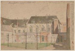 De binnenplaats van het Binnengasthuis aan de Grimburgwal, gezien vanaf een acht…