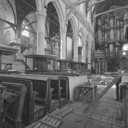 Dam 12, Nieuwe Kerk, interieur tijdens restauratie gezien naar het orgel