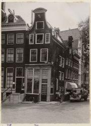 Keizersgracht 716-718 (links, v.r.n.l.), hoek Reguliersgracht 41-47 (v.l.n.r.)