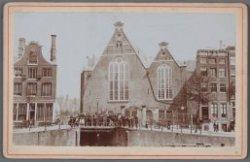De oude Lutherse Kerk, Singel 411, gezien vanaf het Singel, met op de voorgrond …