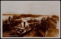 Oostelijke Handelskade met de IJhaven daarachter de Javakade. Geheel links het I…