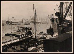 Oostelijke Handelskade met aan de overzijde van de IJhaven de Javakade