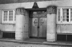 Pieter Lodewijk Takstraat 34, voormalige Tweede Openbare Handelsschool, hoofding…