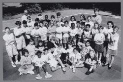 Zuid-Hollandstraat 7, oecumenische basisschool De Ark. Groepsportret van kindere…