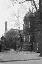 Mauritskade 25-27, zijgevel van voormalig Sint Elisabethgesticht