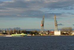 Nieuwe Houthaven en een (particuliere) veerboot tussen IJmuiden en Amsterdam Cen…