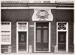 Vinkenstraat 103 (ged.)-115 (ged.) (v.l.n.r.). Nummers 105-113 het Moenshofje (A…