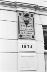 Ruysdaelkade 15, detail van de onderpui met een eerste steen en het jaartal 1874