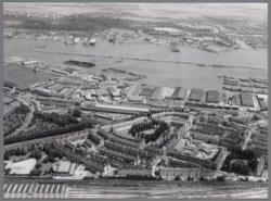 Luchtfoto van Afgesloten IJ en Spaarndammerbuurt