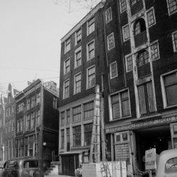 Nieuwezijds Voorburgwal 89 (ged.) - 99 (ged.), tussen de nummers 95 en 97 de ing…