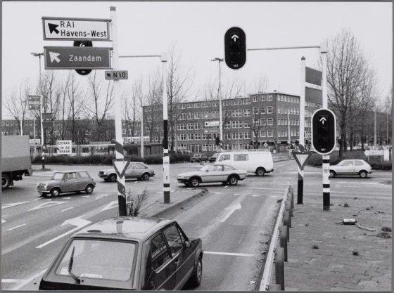 President Kennedylaan hoek Rijnstraat. Het gevaarlijkste kruispunt van Amsterdam