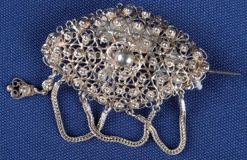 Ovalen zilveren broche