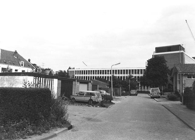 Garage Nefkens Amersfoort : Bloemweg amersfoort. op de achtergrond de achtergevel van garage