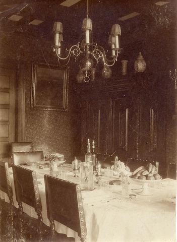 Eetkamer van het huis Leusderend, Dodeweg 6 te Leusden. Dit huis was ...