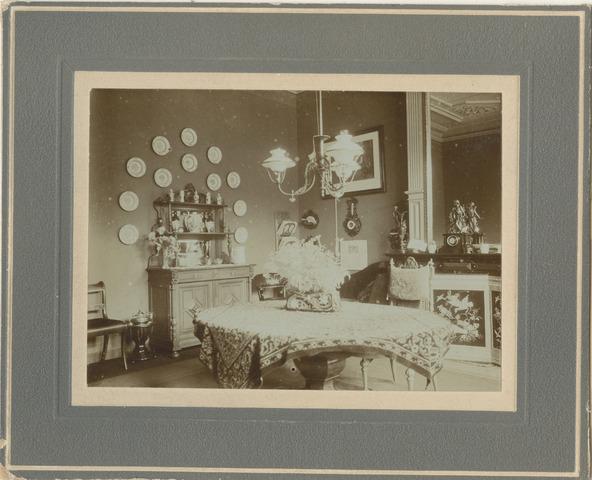 Groningen : Herestraat 91 : huis van familie E. de Grave : eetkamer ...