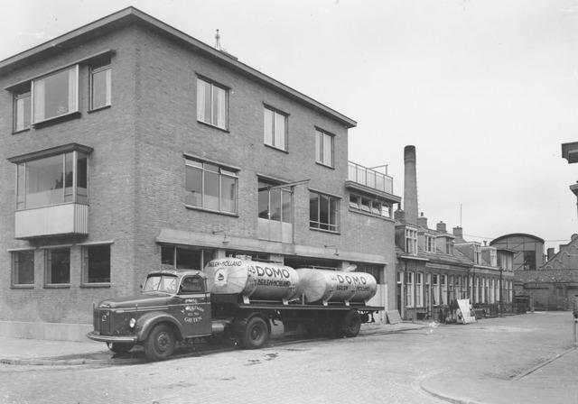boterdiep 49 : domo melkfabriek : met vrachtwagen w. woltman, gieten