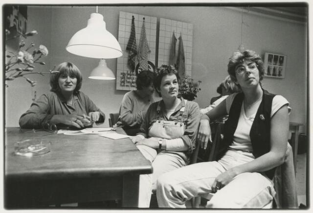 Oude Ebbingestraat : bezoeksters vrouwencafé Dikke Trui
