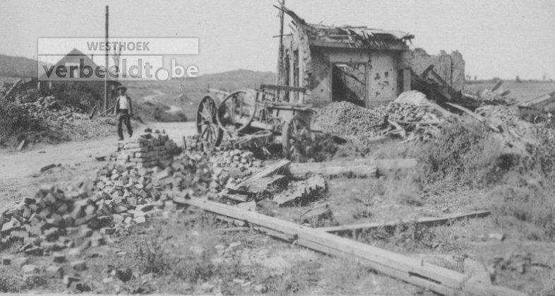 De ruïnes van Kemmel in 1918 of 1919.