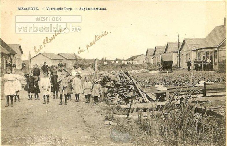 Het barakkendorp van Bikschote. Uiterst rechts bevindt zich de herberg 'In 't Nieuw Bikschote'.