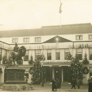 Paleis Noordeinde versierd, december 1936