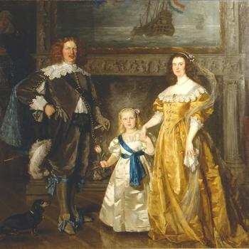 Familieportret van Wilhelmina, Hendrik en Juliana in kostuum