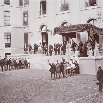 Defilé voor de koninginnen, 10 september 1898