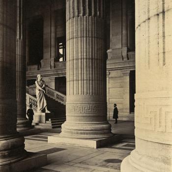 Interieur van het Justitiepaleis te Brussel, circa 1883