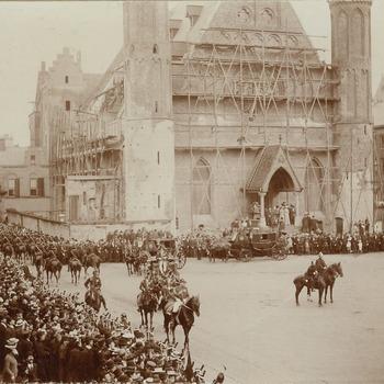Het Binnenhof op Prinsjesdag, 16 september 1902