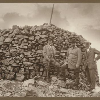 Prins Hendrik op een bergtop, zomer 1923