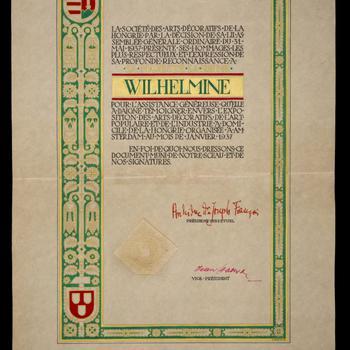 Erediploma aangeboden aan koningin Wilhelmina door