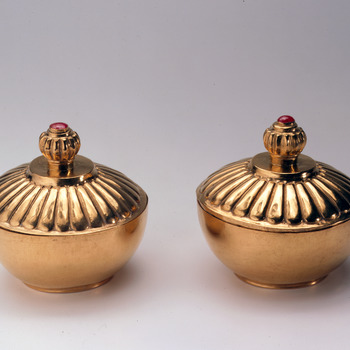 Twee gouden wierookdozen