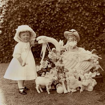 Prinses Juliana met Frans speelgoed, 1911