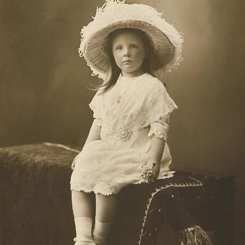 Prinses Juliana met hoed, 1914