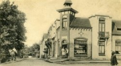 Kruidenierswinkel in Nieuw Petershof op de hoek Sint Jeroensweg