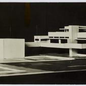 Van Doesburg en Van Eesteren met de maquette van Maison Particulière