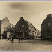 Foto van gemeentelijke arbeiderswoningbouw aan de Kraaipanstraat in Amsterdam
