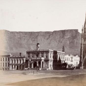 Gezicht op het stadhuis en de R.K.kerk te Kaapstad