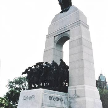 Nationaal monument ter nagedachtenis aan de slachtoffers van de twee wereldoorlogen en de Koreaanse oorlog. Ottawa 26 juni 1994.
