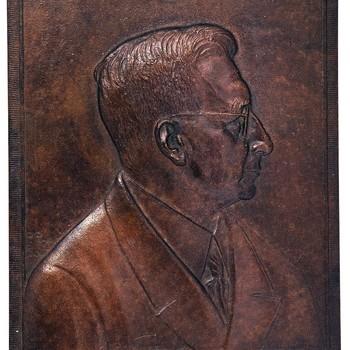bronzen plaquette met afbeelding van  Alexander van Brero, 1941