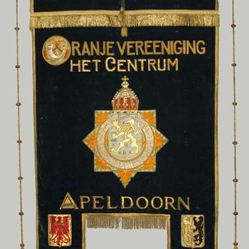 vaandel Oranjevereniging Het Centrum 'opgericht 1880'
